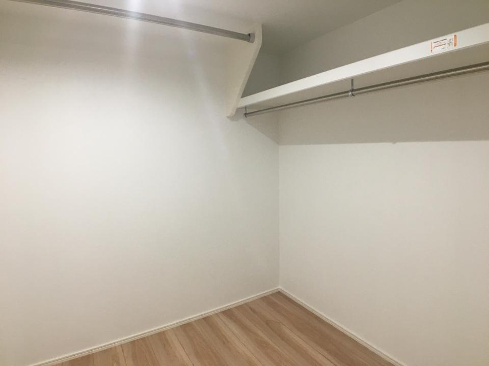 1F洋室収納
